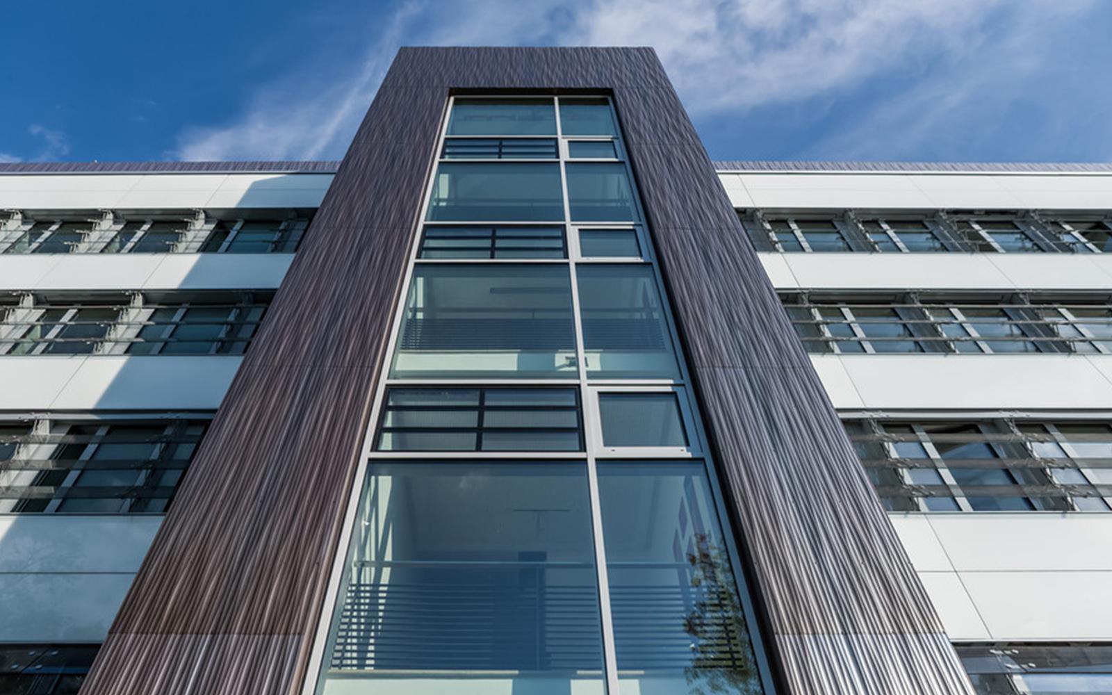 اجرای نمای بیرونی ساختمان با سرامیک